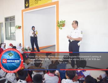 Anaka-anak sedang mendengarkan arahan darai salah satu perwakilan PT KAI